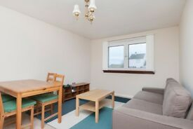 Desirable, 2 bedroom, 2nd floor flat in Murrayburn with fantastic storage, available September