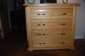 Solid Oak 5 drawer dresser in perfect condition.