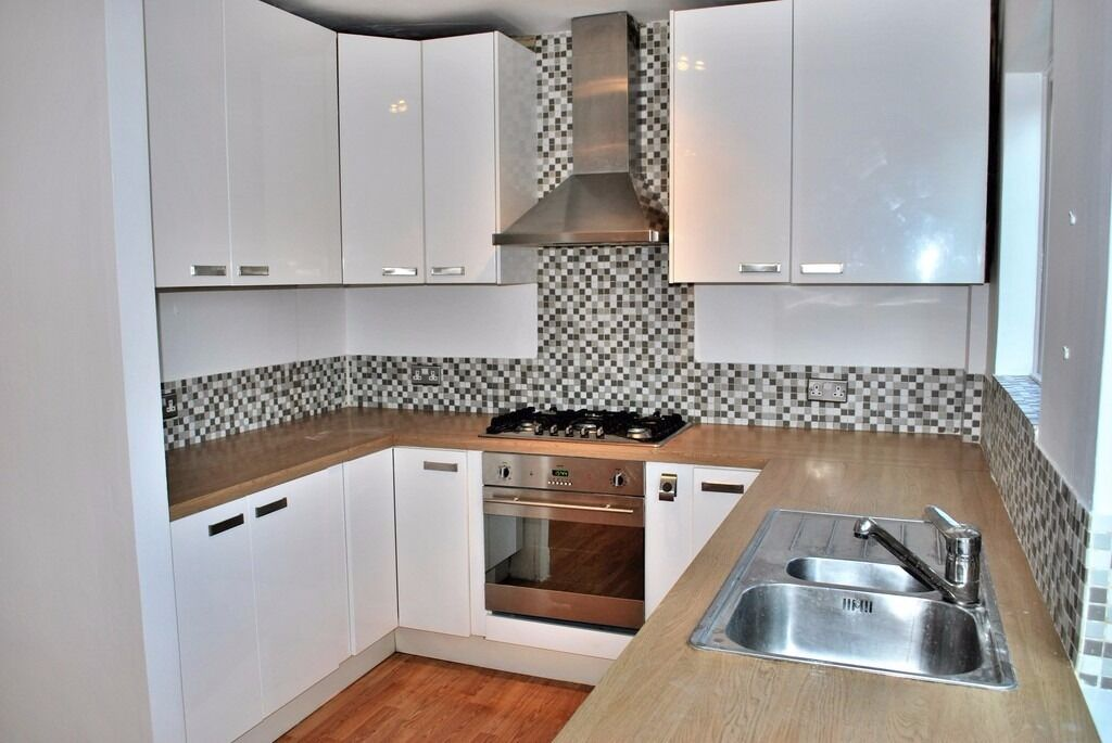 Newly Decorated and Spacious 3 Bed split level flat in the Heart of Beckenham Town Centre