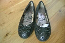 Girls black glitter pumps