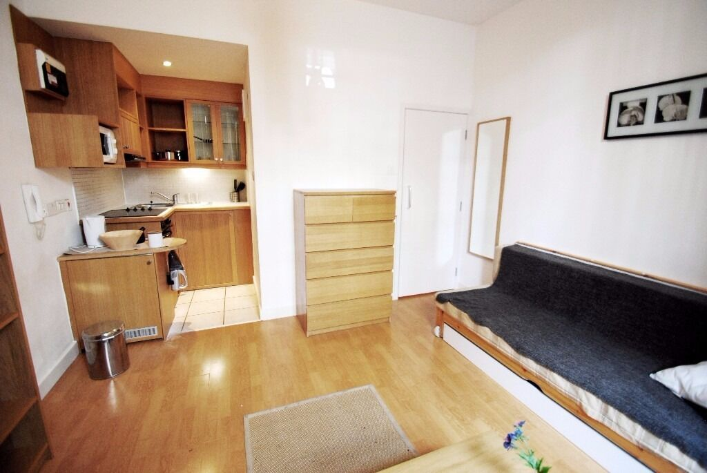 Double studio with private patio in West Kensington *main bills included*