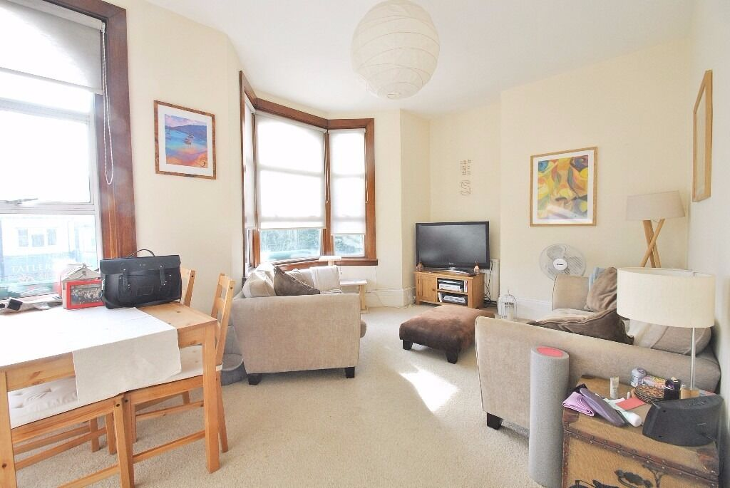 Fortis Green - Superbly located two bedroom 1st floor flat offered on a furnished basis