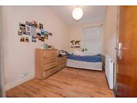 3 bedroom flat in Burgoyne Road, Harringay