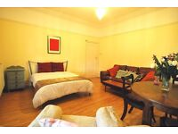 Exceptional, Large Double Room with Balcony in a Renovated Flat - West Hampstead