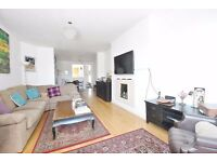 Hendon Way - Excellent very large 2 bedroom 3rd floor flat in this impressive mansion block