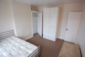 2 x Large Double Room Potters Bar All Bills Incl.
