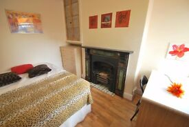Double rooms available in modern professional house share