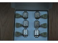 Machine heads: Six Gibson deluxe machine heads original (from SG special guitar)