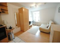 Delightful studio on Penywern Road, Earl's Court *Utility bills, WIFI, SKY TV are included*
