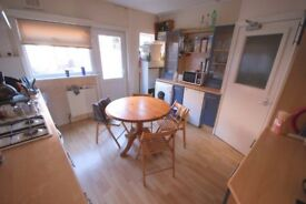 Four Bed Student House in Central Hyde Park - Hessle Avenue - Great location close to Uni