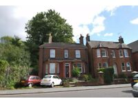 Great Student Accommodation. Very close to the University, only 5 Mins walk. A Victorian Det House