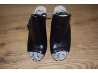 Brand new black heels VINCE CAMUTO size 37 shoes