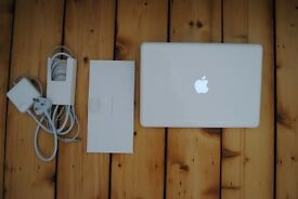 Apple MacBook A1342 Unibody white - 13-inch 2010 - Core 2 Duo 2.4GHz 4GB RAM 250GB HD -exc condition