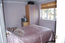 Double bedded room with ample storage, TV aerial in spacious house close to river and shops