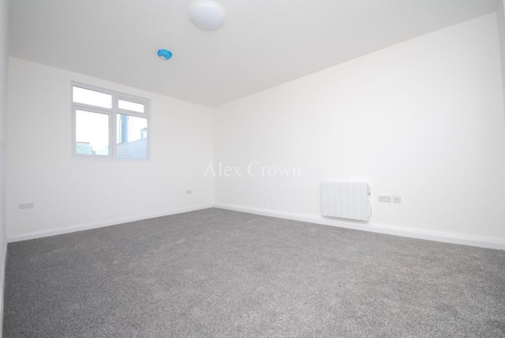 2 bedroom flat in Middle Lane, Crouch End