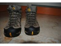MENS MERRELL WALKING BOOTS SIZE 42 (8)