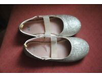 H&M girl shoes size 13