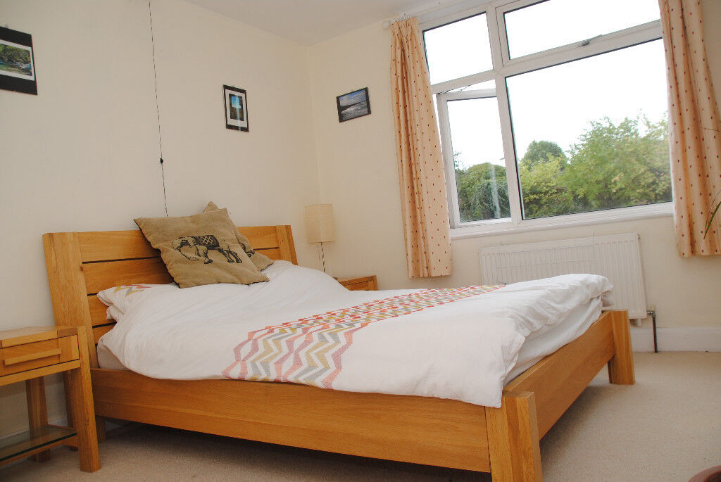 *SHORT TERM* Homely and comfy furnished two/three bedroom house in Horfield, all bills included