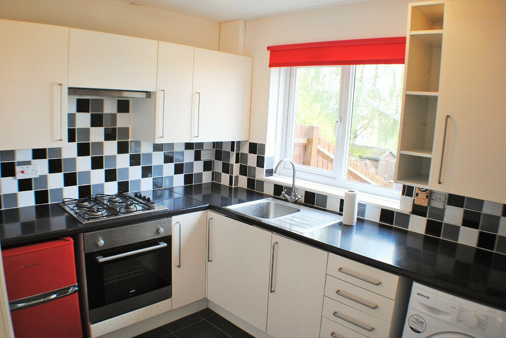 *NO AGENCY FEES TO TENANTS* Fantastic two double bedroom property with garden & off-street parking