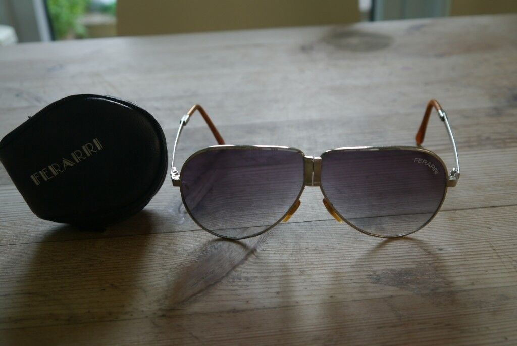 bb629b1258b98 Ferrari fold out sunglasses - vintage item