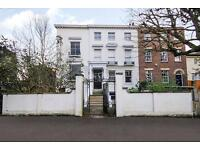 2 bedroom flat in Paradise Road, Richmond