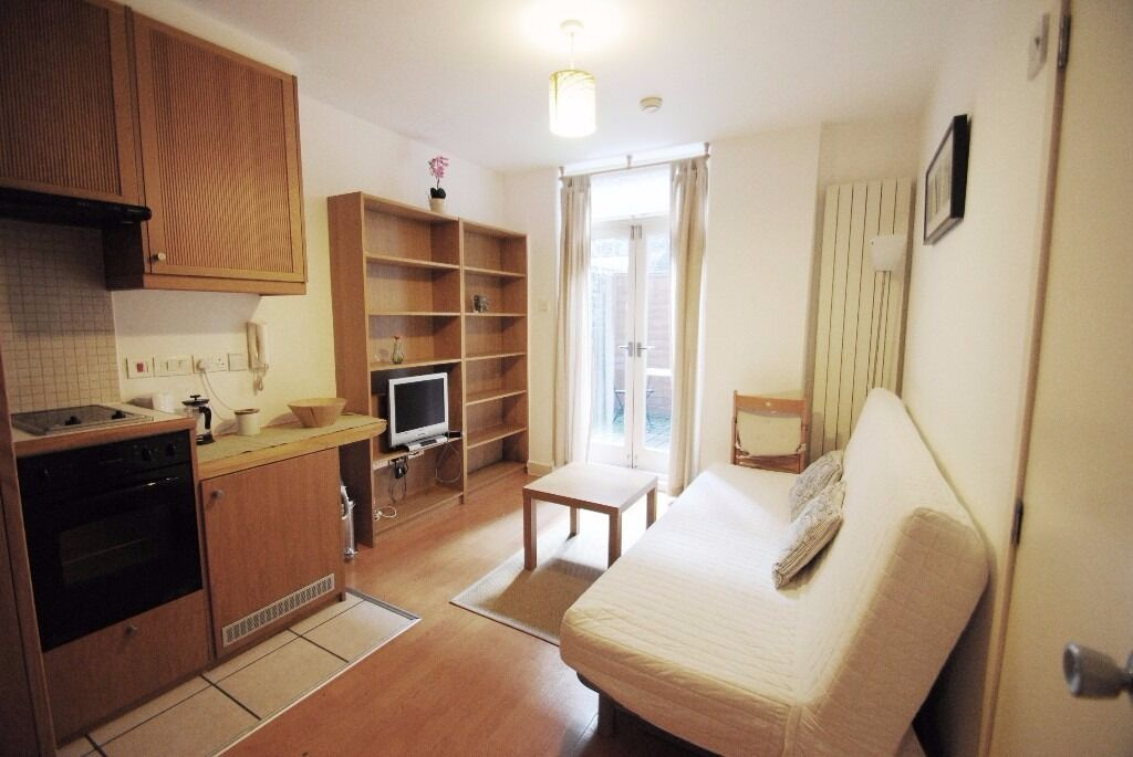 Short or Long let at W Kensington AVAILABLE NOW £300 pw