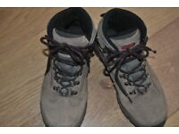 Size 7 Hi-Tec Kruger WP walking boots in excellent condition