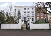 3 bedroom flat in Paradise Road, Richmond