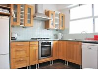 * SPACIOUS THREE BEDROOM FLAT *PRIVATE BALCONY * SOME BILLS INCLUDED * CLOSE TO PIMLICO/VICTORIA *