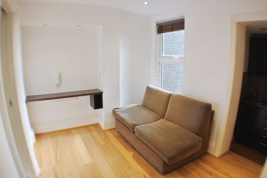-Lovely studio on fashionable West End Lane, West Hampstead