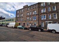 1 bedroom (plus box room) 10 min walk to Princes Street, excellent condition