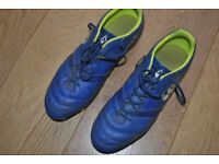 Size 8 Canterbury Phoenix Club 8 stud Rugby Boots in excellent condition