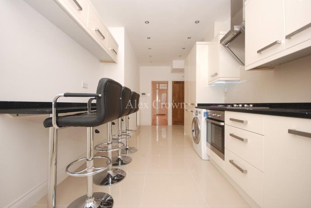6 bedroom house in Roding Road, Hackney