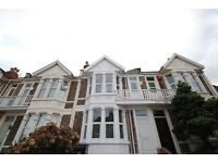 LARGE DOUBLE ROOM | EN-SUITE | BILLS INCLUDED | CLOSE TO CENTRE | TOTTERDOWN | KNOWLE | BS4