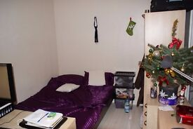 Double room in Camden/Kentish Town/Chalk Farm area (zone 2, NW5 post code), close to Hampstead