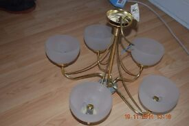 Light fitting 5 arm gold/brass with white shades