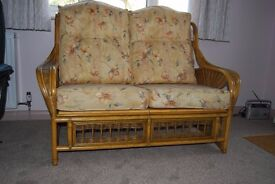 2 seater cane seatee in very good condition