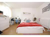 4 bedroom flat in Hale Gardens, Tottenham Hale