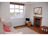 Sunny, 2 Double bed flat with swimming pool. Private landlord.