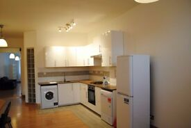 Stunning large Studio Apartment/Council tax included - 1000 sq ft in Brick Lane - Shoredicth