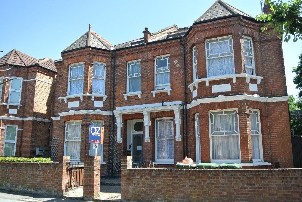 Recently refurbished top floor one bedroom flat in Cricklewood with all bills included