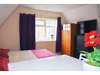 !! ONE WEEK DEPOSIT !! Even SHORT OR LONG TERM!! Ten minutes to Portobello!!