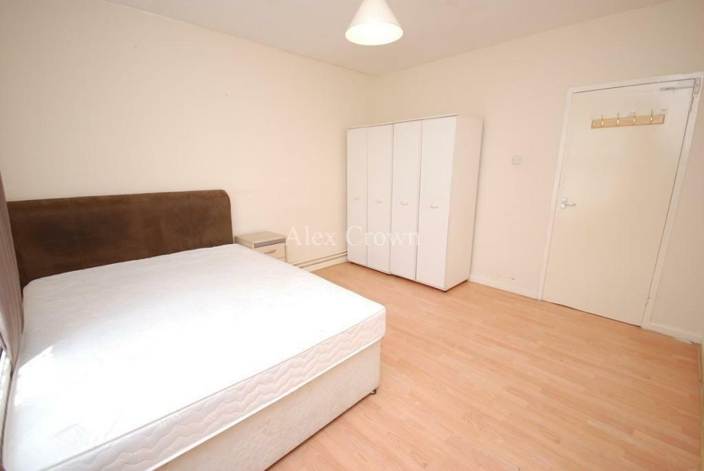 3 bedroom flat in Hungerford Road, Holloway