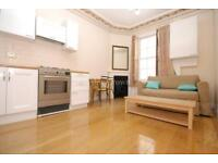 2 bedroom flat in Craven Road, Paddington