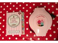 Cupcake maker + book= 20£