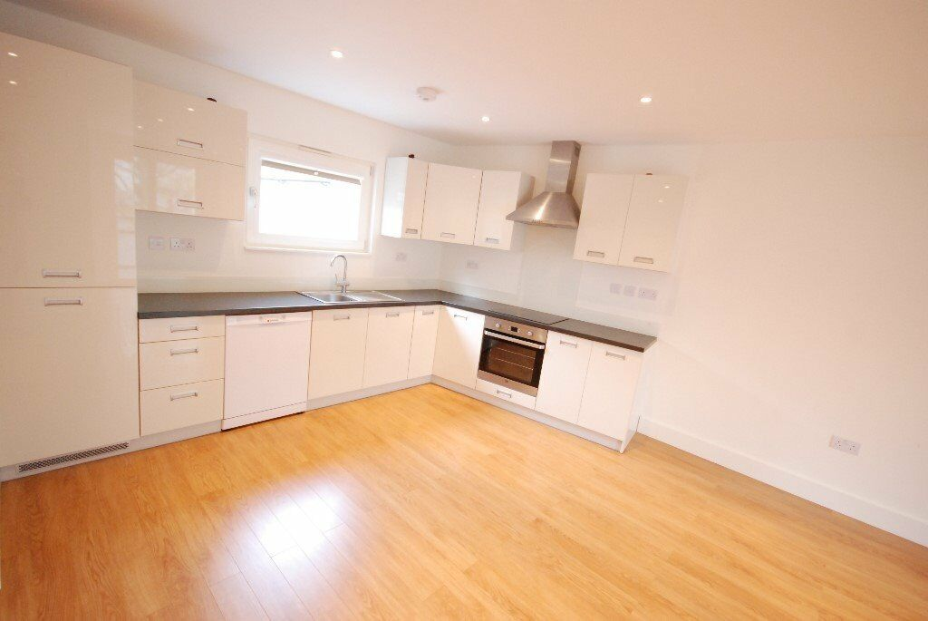 NEW 2 BED FLAT - KENTISH TOWN - BALCONY - DECKED TERRACE