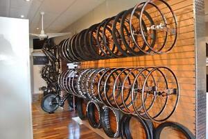 Roues de Carbone et Aluminum assemblé sur mésure ici aux Québec par JLPrecisionWheels, we offer the most options.
