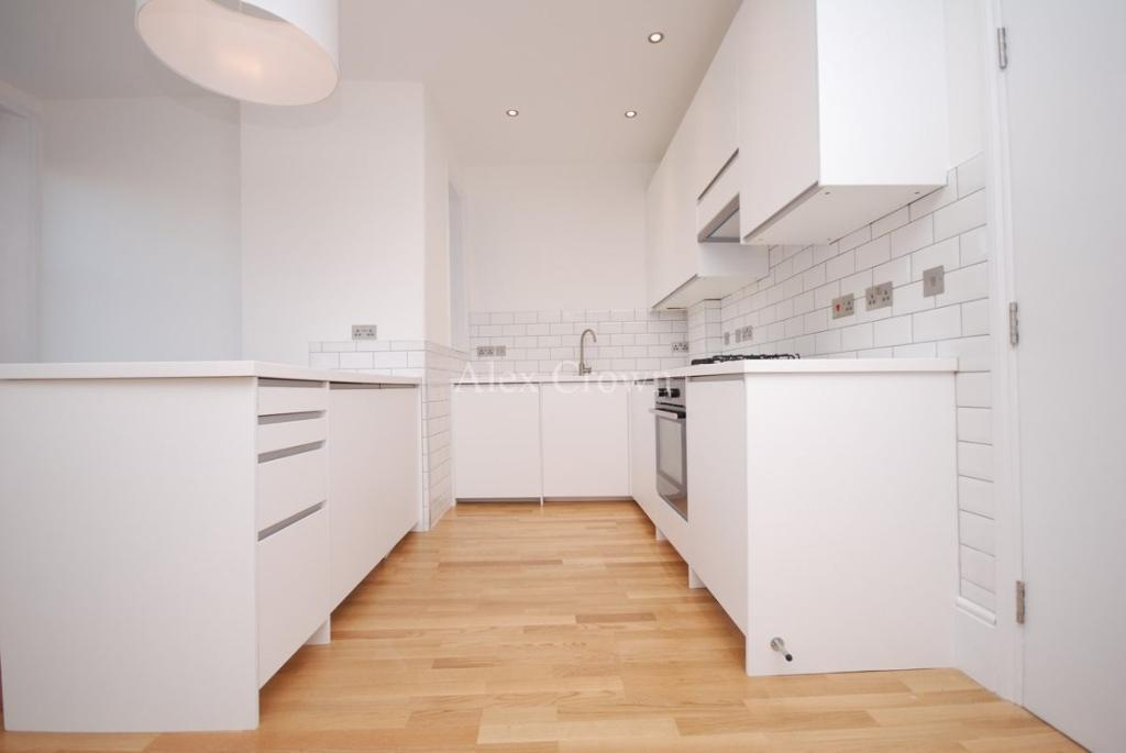 1 bedroom flat in Green Lanes, Winchmore Hill
