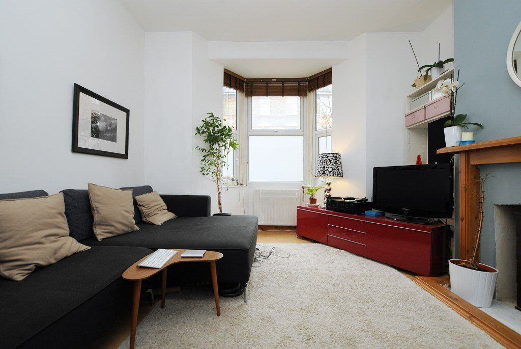 John Campbell Road, one bed flat, with shared garden