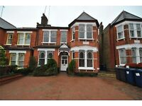 3 bedroom flat in Windsor Road, Finchley Central, N3